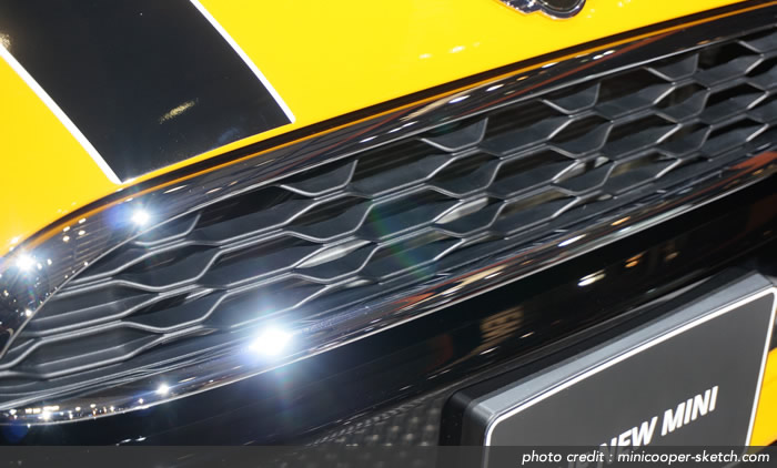 MINI F56  クーパーSのフロントグリル ハニカム構造