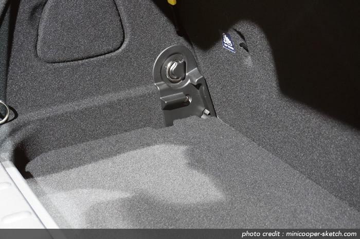 MINIクーパー F56 ラゲッジスペースの床