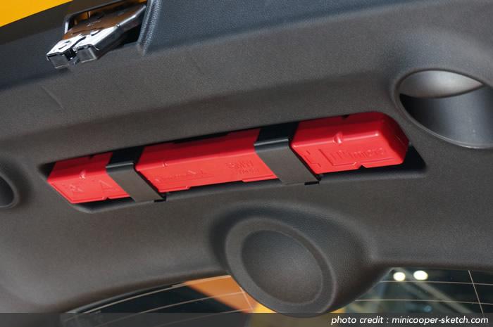 MINIクーパーS F56 リアゲートの三角停止表示板