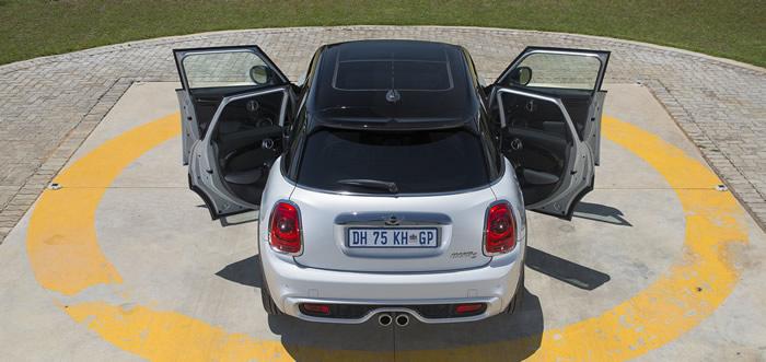 ミニ5ドア クーパーS F55 ホワイトシルバー メタリック ドアオープン