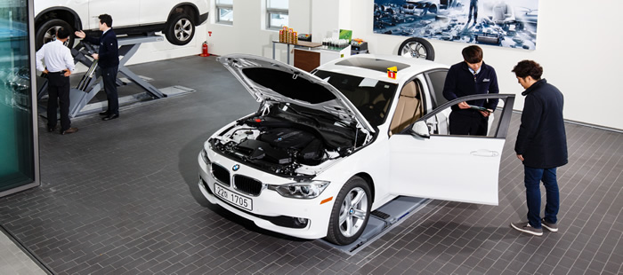 BMW メンテナンスの様子