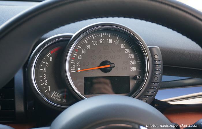 試乗車のミニ5ドア クーパーS セブン F55 スピードメーター
