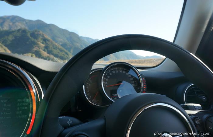 試乗車のミニ5ドア クーパーS セブン F55 ドライブ