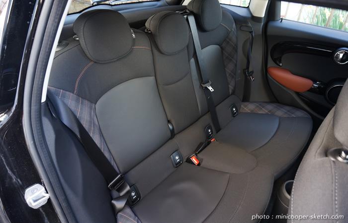 ミニ5ドア クーパーS セブン F55 後部座席