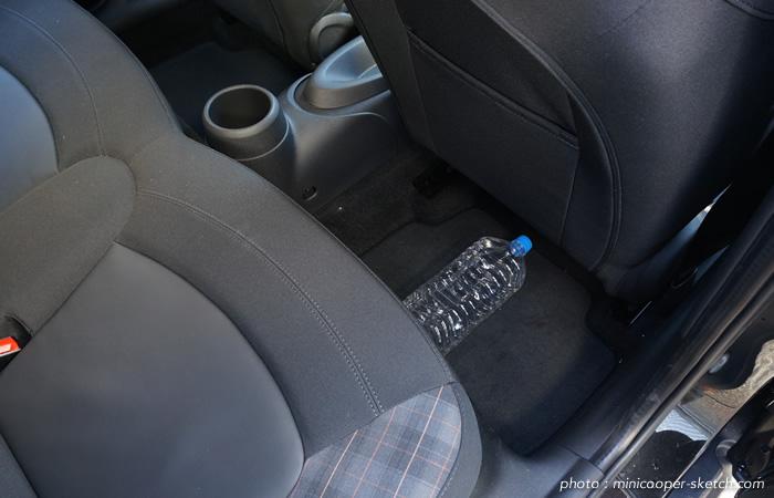 ミニ5ドア クーパーS セブン F55 後部座席フットスペース
