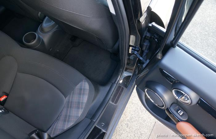 ミニ5ドア クーパーS セブン F55 後部座席ドア