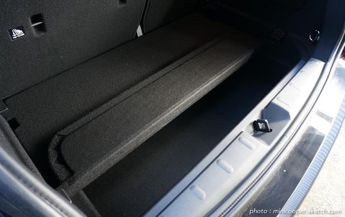 ミニ5ドア クーパーS セブン F55 二段式の荷室