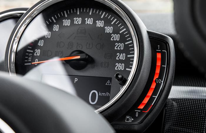 ミニ 3ドア F56 5ドア F55 マイナーチェンジ 2018年 燃料計