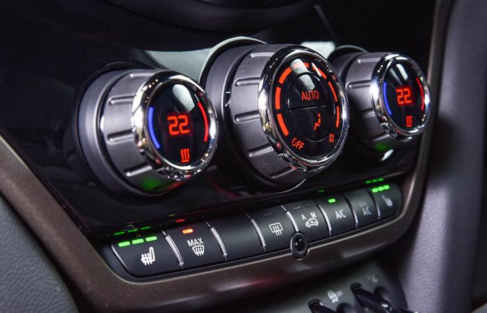 ミニクロスオーバー F60 オートエアコンのスイッチ