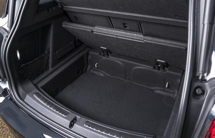 ミニクロスオーバー F60 二段式の荷室(ストレージコンパートメントパッケージ)