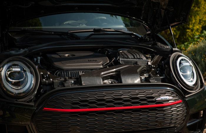 ミニクラブマン F60 ジョンクーパーワークス LCI 300馬力 レベルグリーン エンジンルーム
