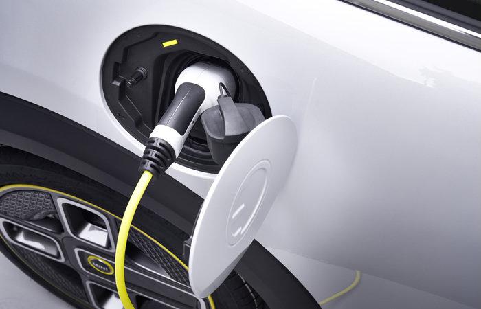 ミニクーパーSE 電気自動車 充電ポート