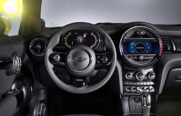 ミニクーパーSE 電気自動車 ステアリング