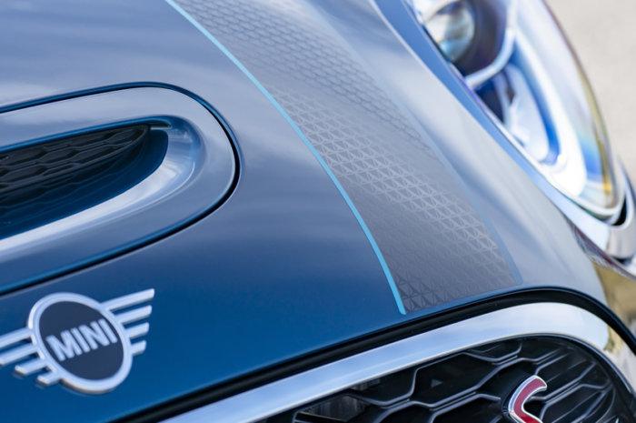 ミニコンバーチブル F57 特別仕様車 サイドウォーク ボンネットストライプ