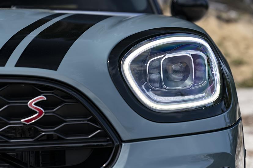 ミニクロスオーバー F60 2020年のマイナーチェンジ LEDヘッドライト