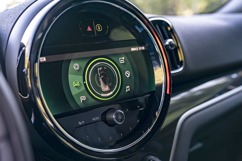 ミニクロスオーバー F60 2020年のマイナーチェンジ 新型ナビ(インフォテイメントシステム)