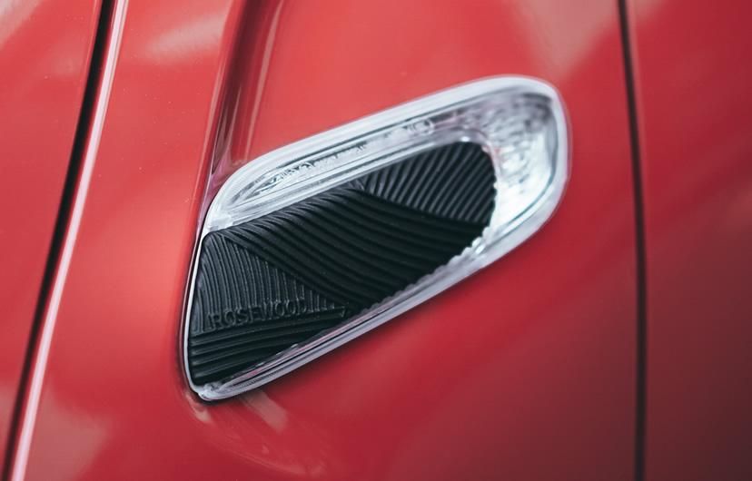 ミニ5ドア クーパーの限定車 ローズウッドエディション専用サイドスカットル