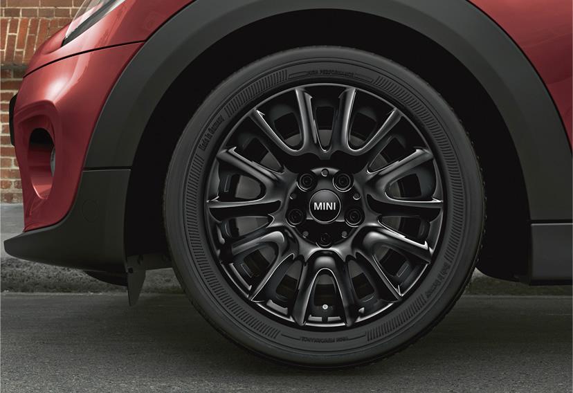 ミニ5ドア クーパーの限定車 ローズウッドエディション 16インチブラックホイール