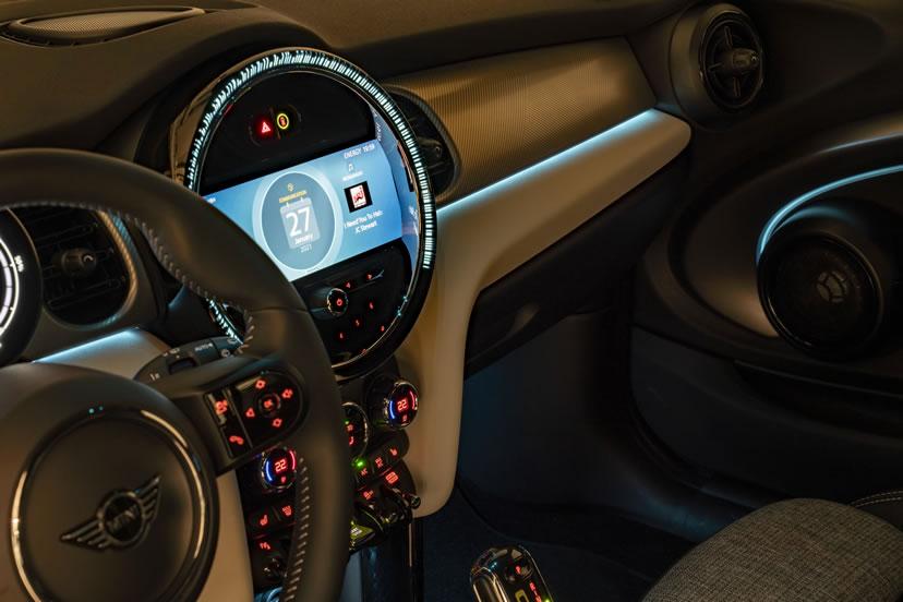 ミニクーパー マイナーチェンジ 2021年 LCI 内装 アンビエントライト(エキサイトメントパッケージ)ブルー