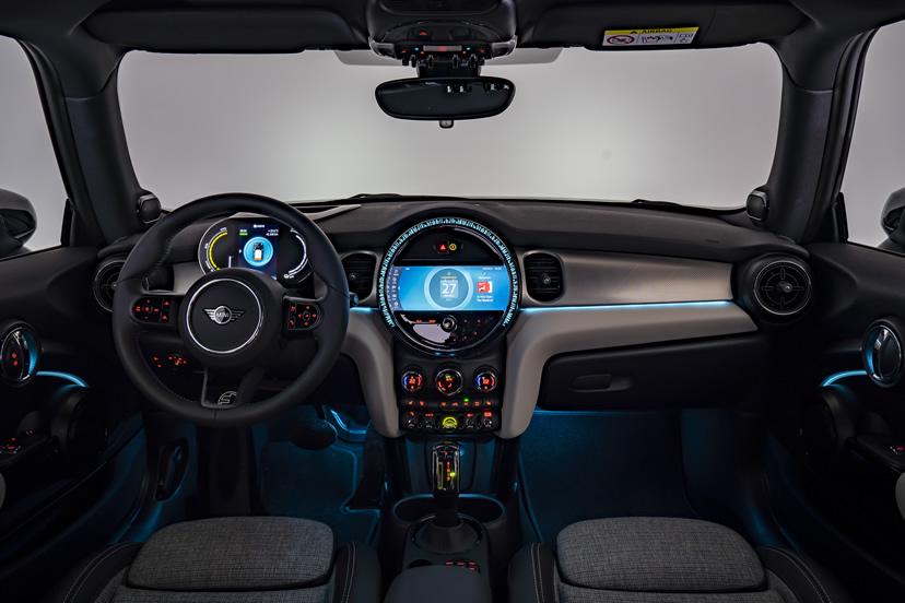 ミニクーパー マイナーチェンジ 2021年 LCI 内装 アンビエントライト(エキサイトメントパッケージ)